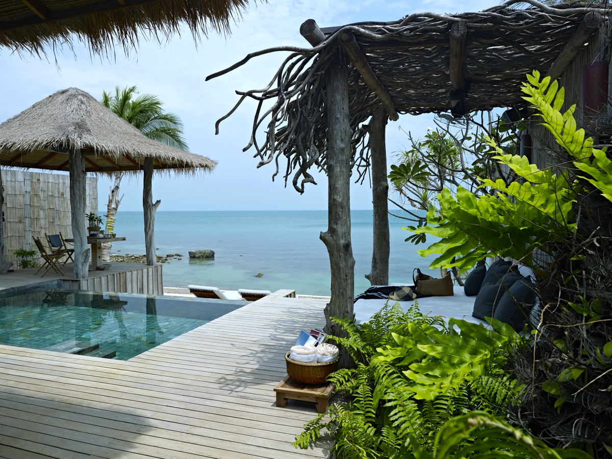 4/Beautiful resorts & beaches
