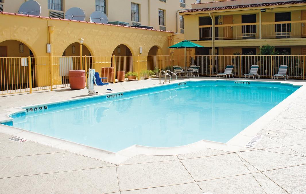 9/La Quinta Inn & Suites at Greenway Plaza