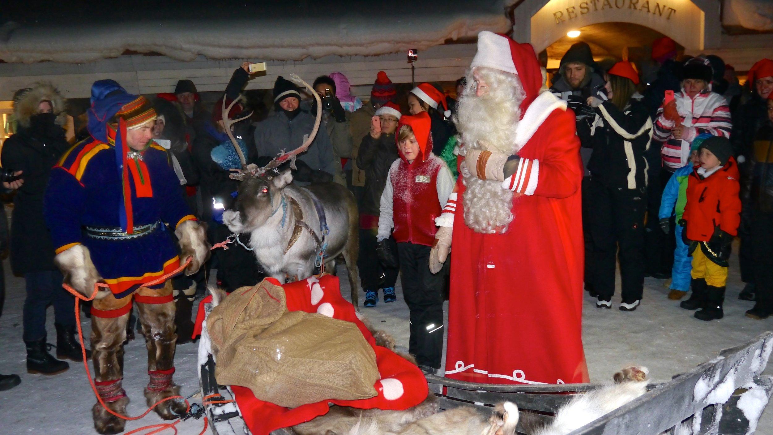 12-24-14 Santa reindeer sleigh copy.JPG