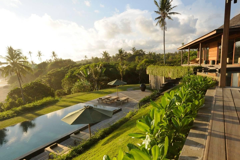4/Bali beach house with staff