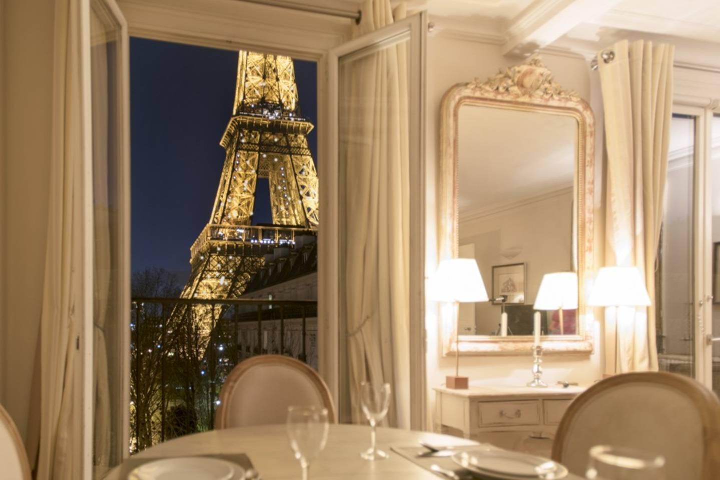 6/Paris apartment with a view