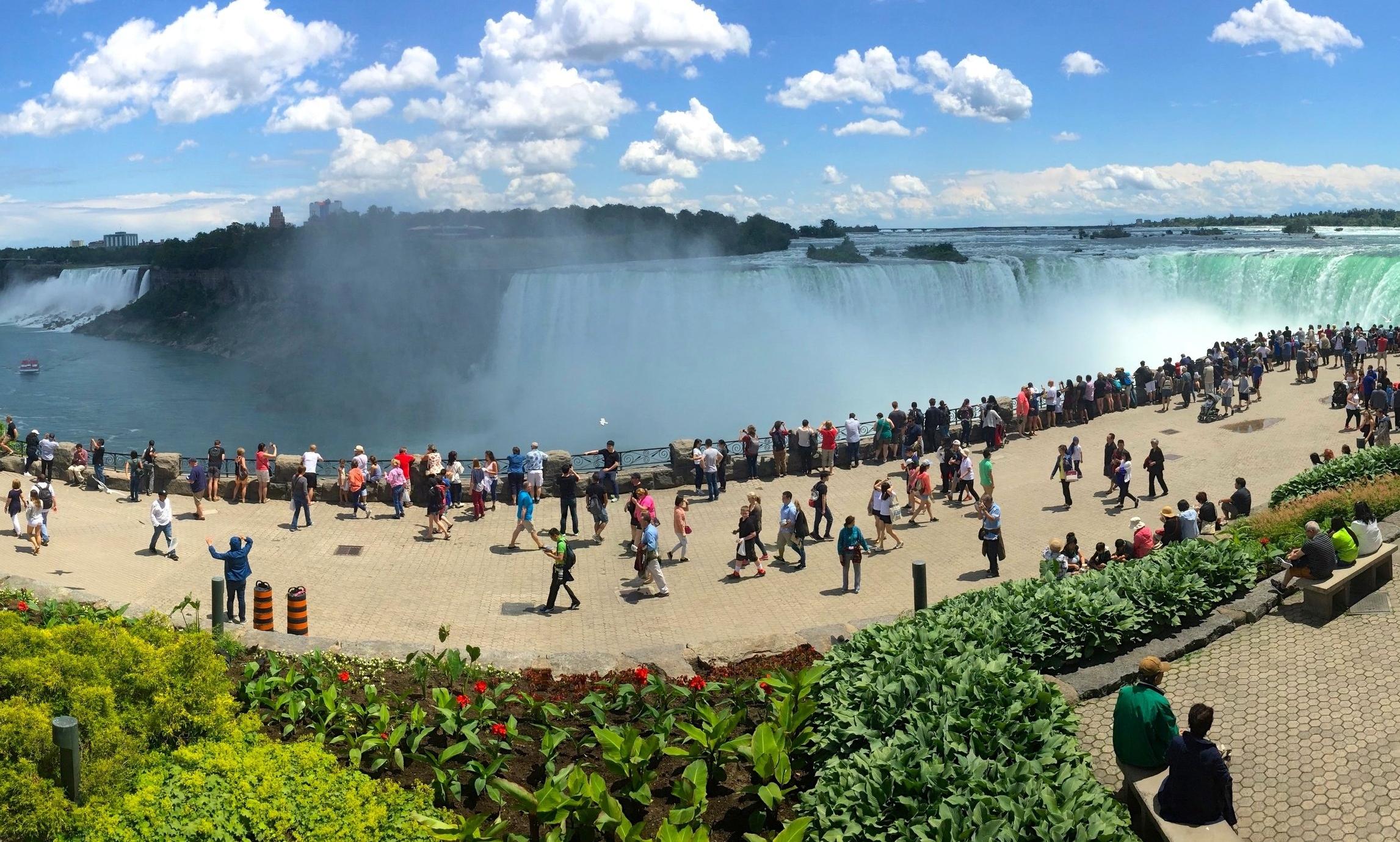 6/Niagara Falls, New York