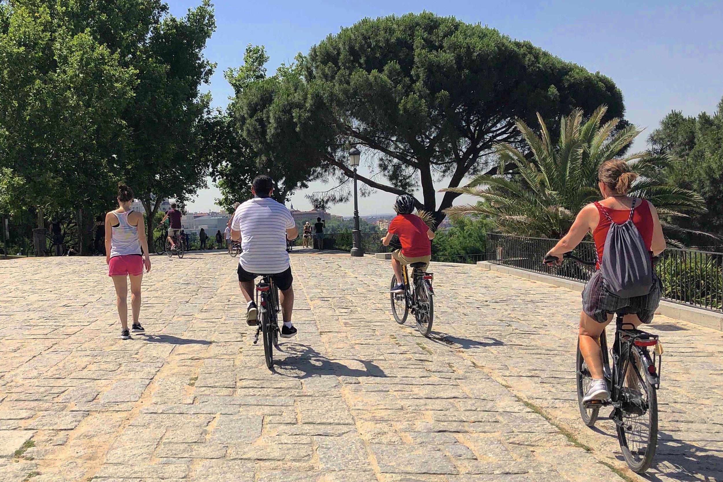 1/Start with a bike tour