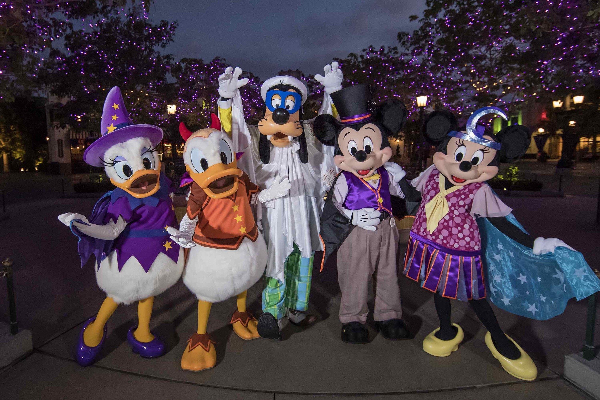 1/Mickey's Halloween Party