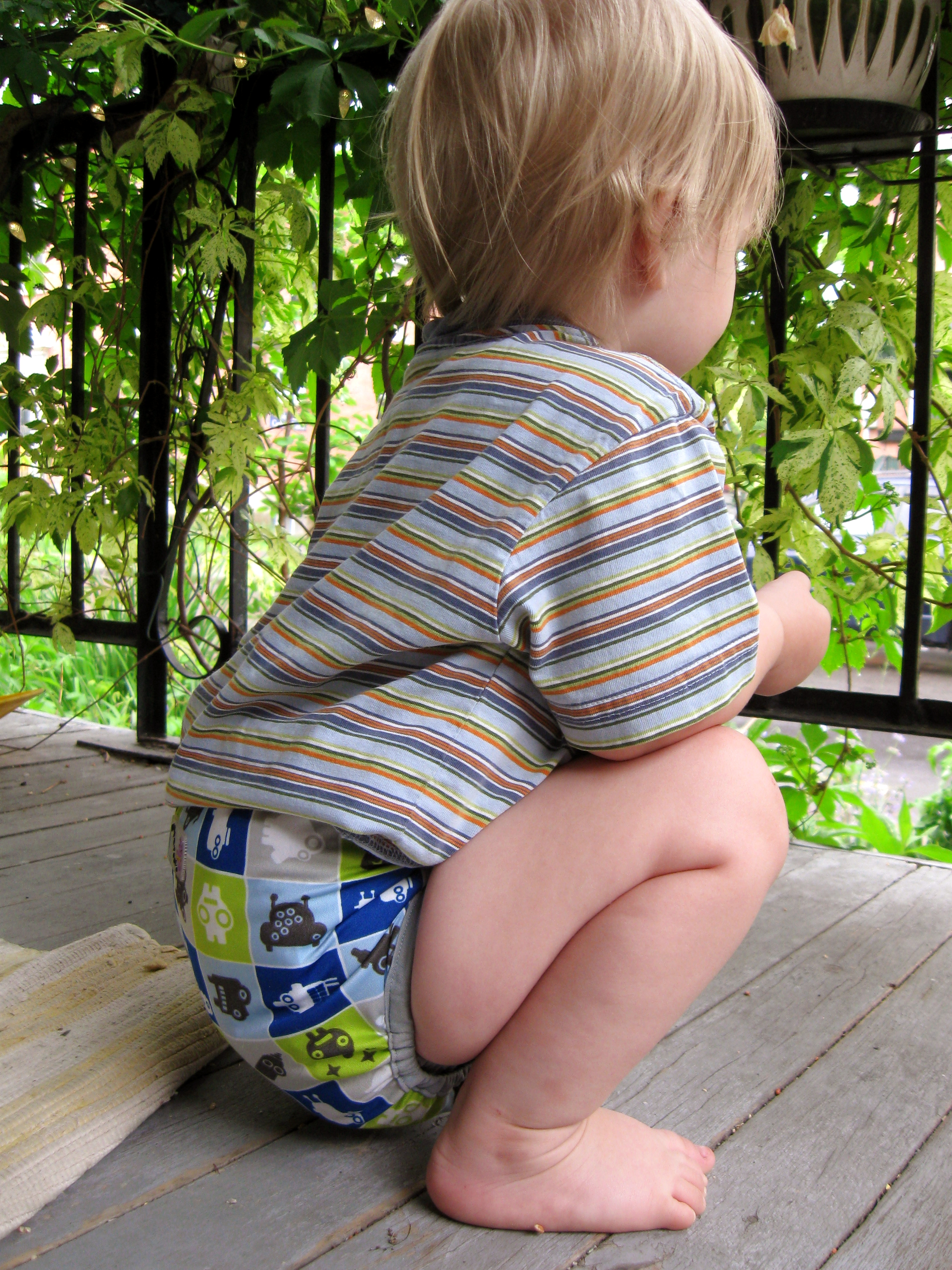 Apparently, 10 years of cloth diapering has me subconciously matching the t-shirts to covers -- this wasn't planned, I swear!