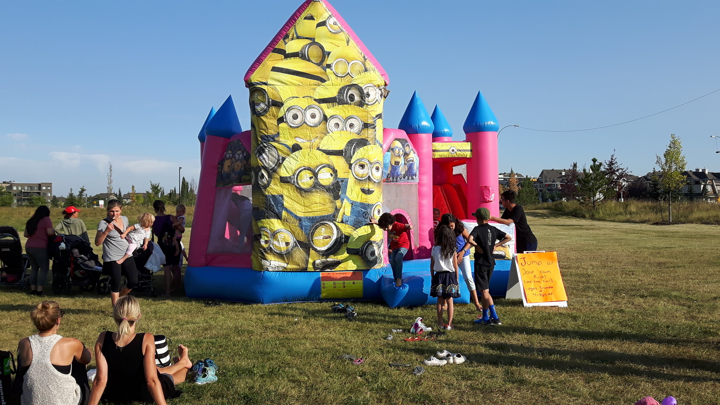 Last week we have several hundred little jumpers on our bouncy castle!