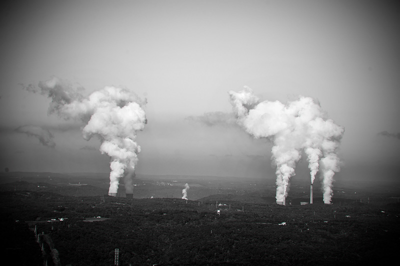 A coal-fired power plant near Shippingport, PA..  © Scott Goldsmith/TDW 2014