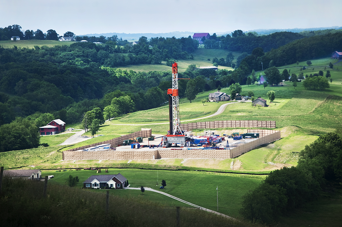 A gas-drilling rig in Hopewell Township area of Washington County, PA. Nearby residents complained of extreme noise, seismic activity, and dust from truck traffic along with polluted air and water. ©Scott Goldsmith/MSDP 2012