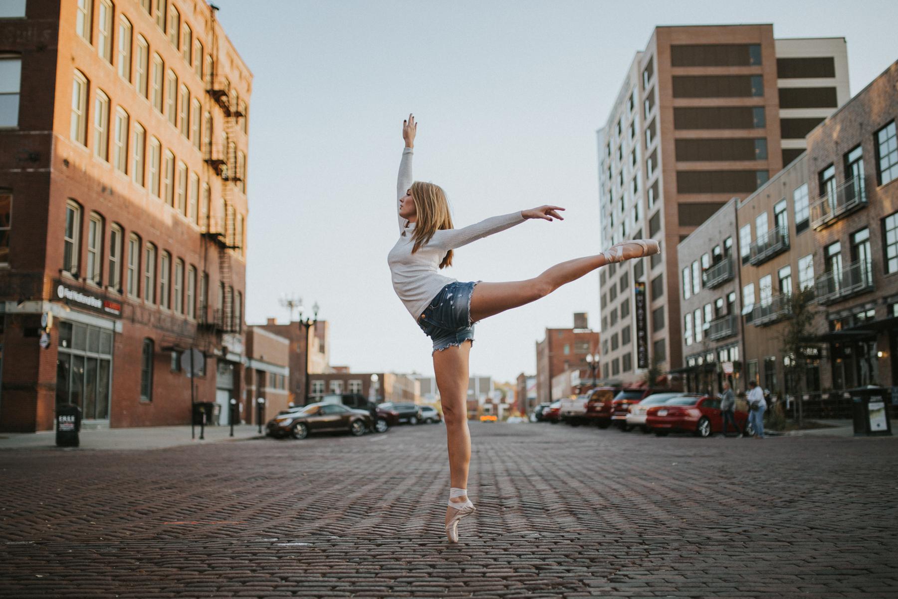 Ellie Downtown-0001.jpg