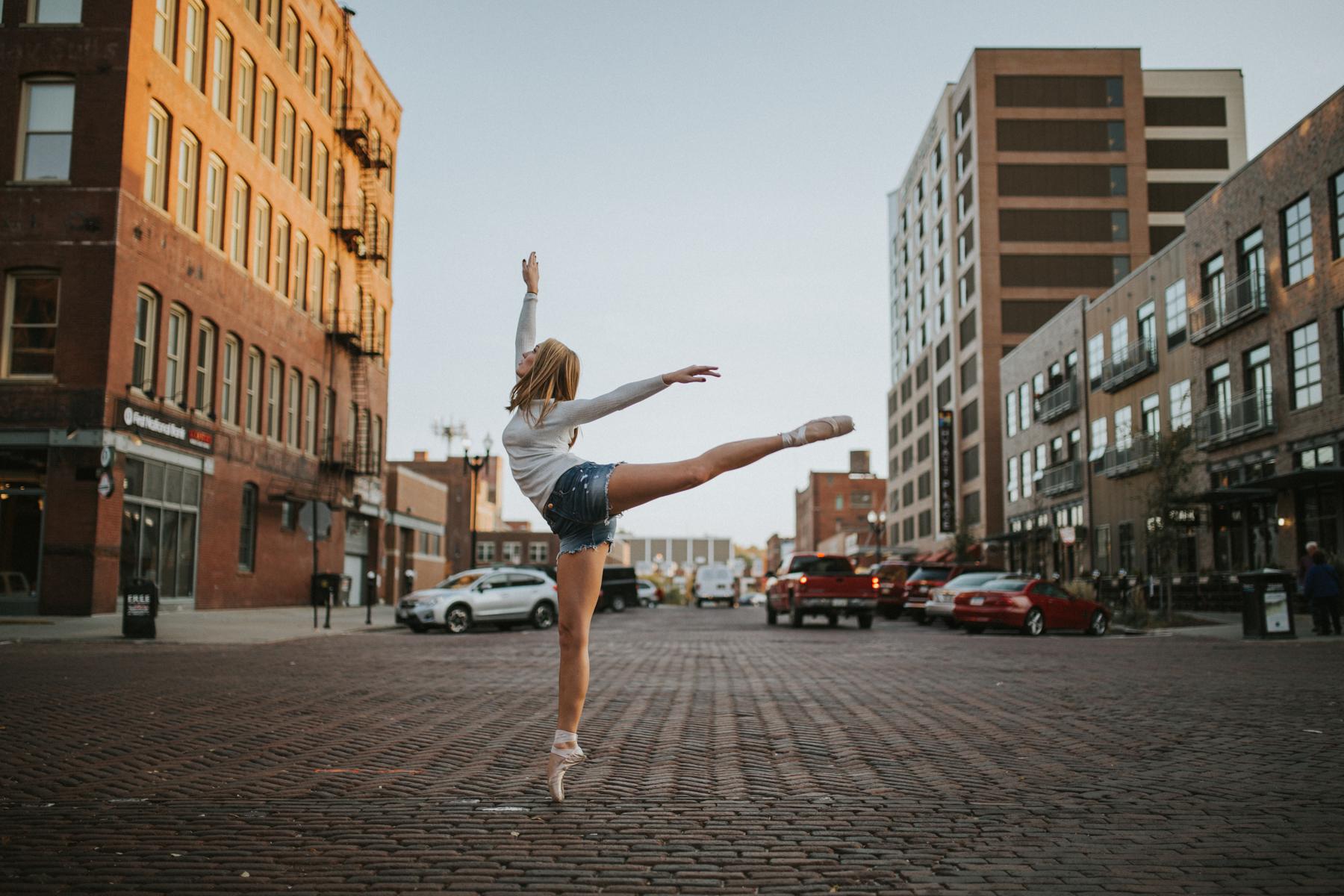 Ellie Downtown-0023.jpg