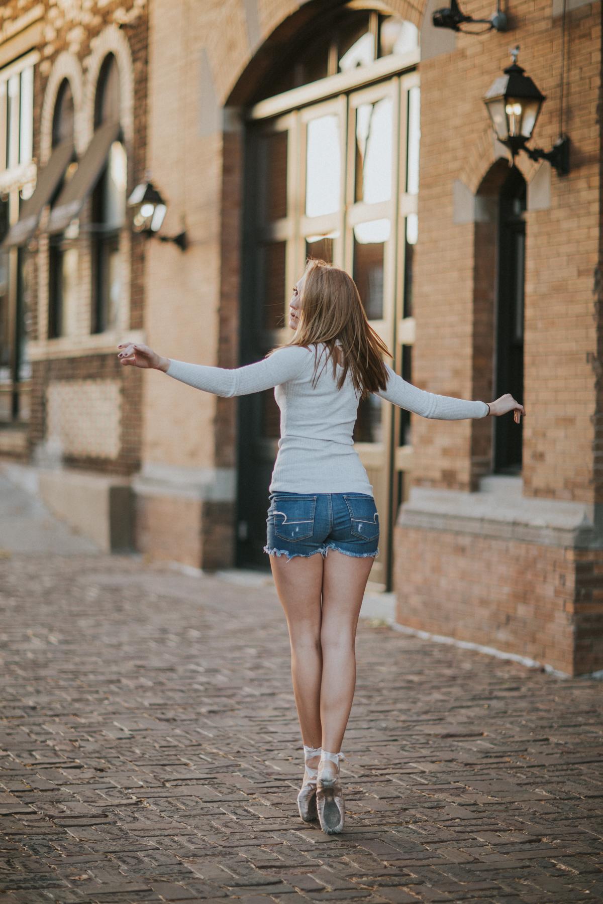 Ellie Downtown-0054.jpg