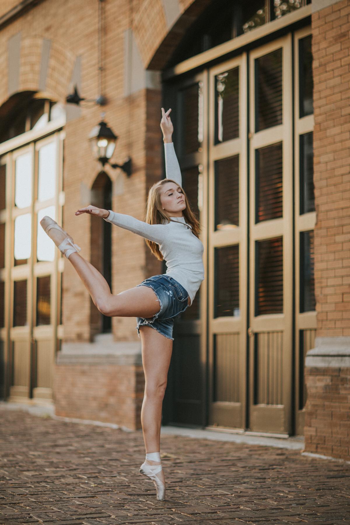 Ellie Downtown-0096.jpg