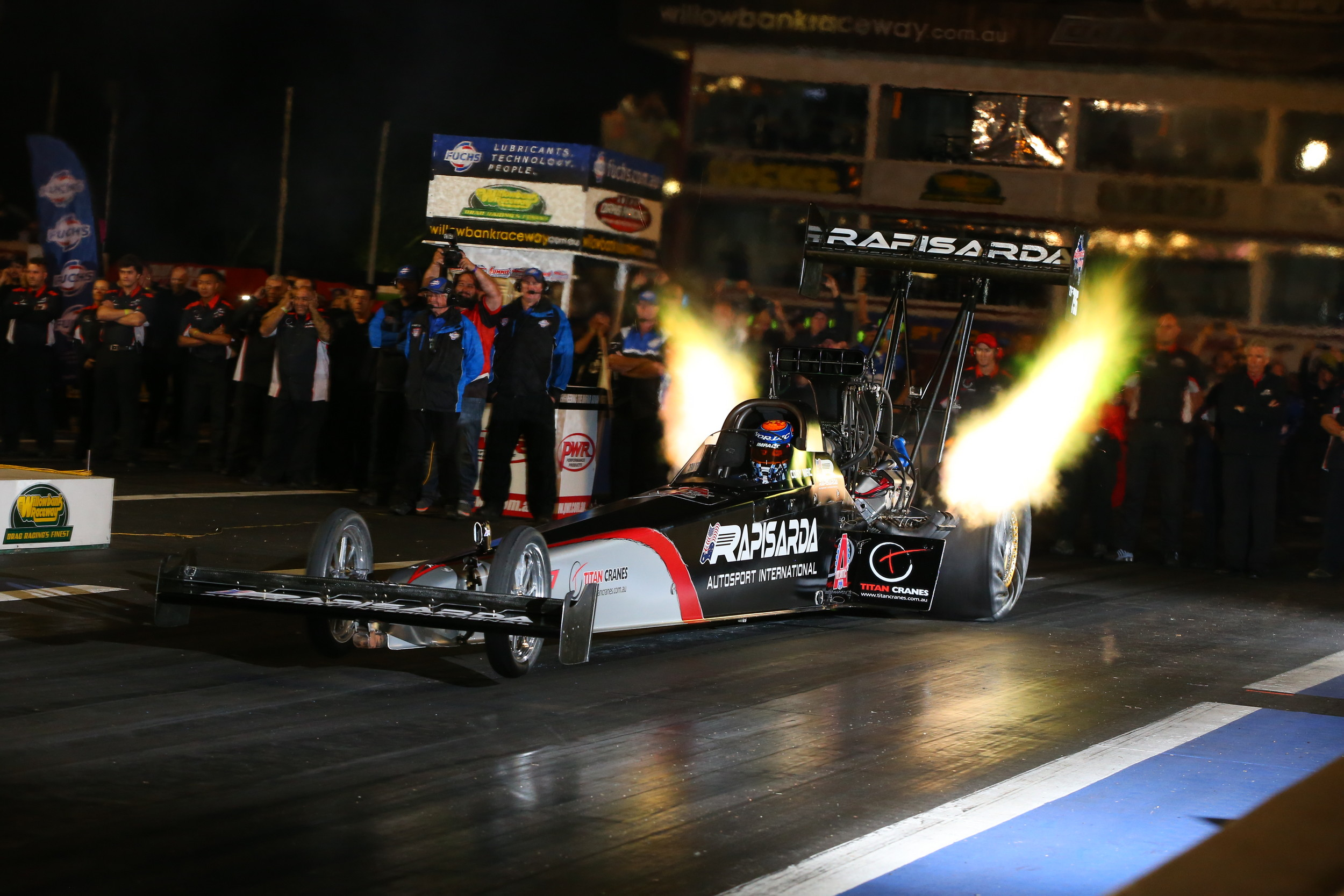 McClenathan on his way to Winternationals victory in 2015 at Willowbank Raceway (credit-dragphotos.com.au)