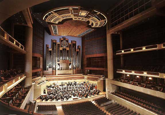 An Interior image of Meyerson-McDermott Concert Hall.The design employs narrow balconies along the back and side walls. The stage is covered by an operable panel to adjust reverberation time and reflection angles.Image Reference: (LONG,Brandon, 2010)