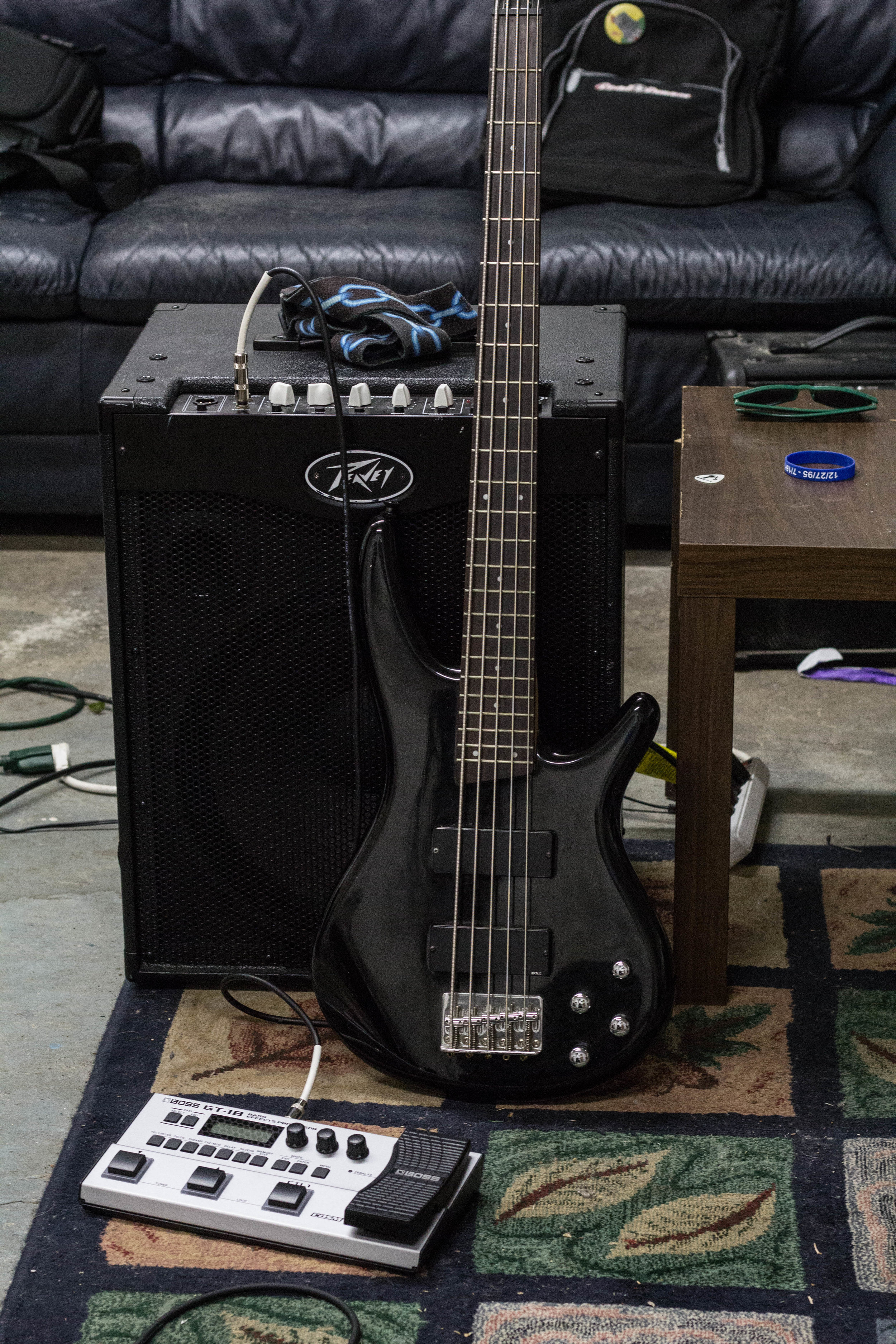 AMP -  Peavy MAX 115    BASS -  Ibanez Sound Gear 5-String   PEDAL -  BOSS GT - 1B