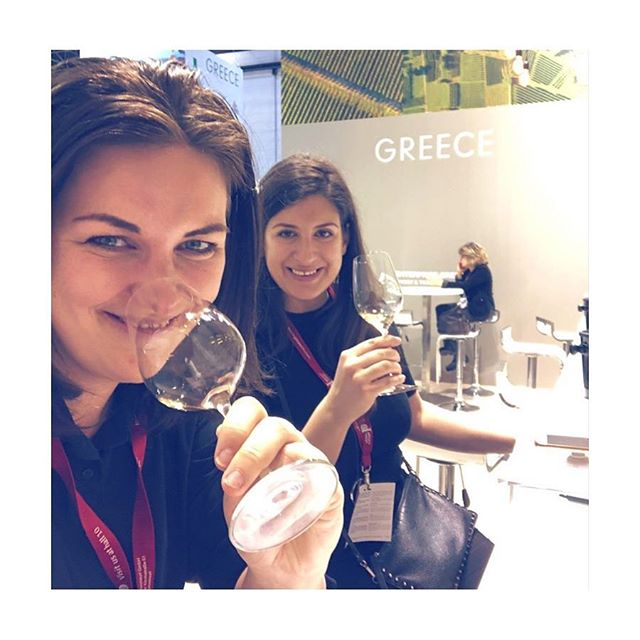 Tasting the Riesling of the South ☀�#Assyrtiko �wine flight �with my fav wine queen 👑 @leclubdesvins � @prowein_tradefair