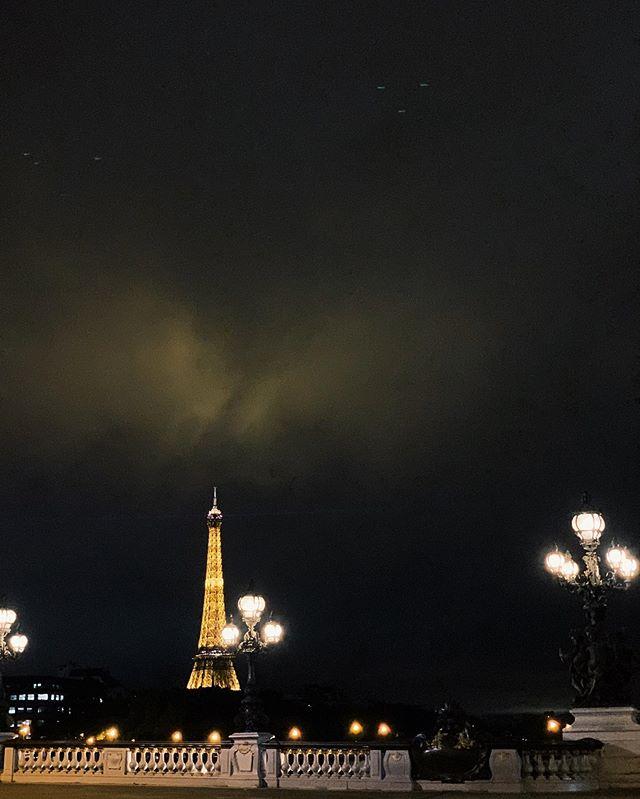 Hay vistas que siempre merecen la pena.  Hoy he estado en Paris, la ciudad que me vio nacer, en un proyecto que no puedo compartir hasta que se publique, pero si que os puedo decir que he trabajado con un equipo de lujo y así siempre da gusto.  #disfrutandoelcaminom
