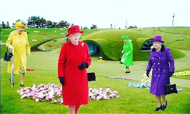 How #creativity works; mix two or more contradictions together, for example #teletubbies & #queenelizabeth or instead  #angelamerkel she has only suit; one pattern, in #fifty shades, but that wouldn't be so funny because for me she's the queen! 👑  If I could I would have ad the voice of #tinkywinky or, even much better, the voice of #davidbeckham will do the trick as well. And you will end up with something #new and exciting. It's not good, wrong, beautiful or pretty. Pretty is not important. 'Interesting' is king! 👑  Let your #imagination run wild. We must not bind ourselves to rules someone else lives by.. who cares. Make up your own mind and story, use your creative #brain your innovative #mindset it's so much fun, also our most important mental skill for the future. This future starts now! #lecture lezing 'The Art of Success' with the brilliant @daphnefeller #art meets #neuroscience a match of two queens, made in heaven. 🙏🏻