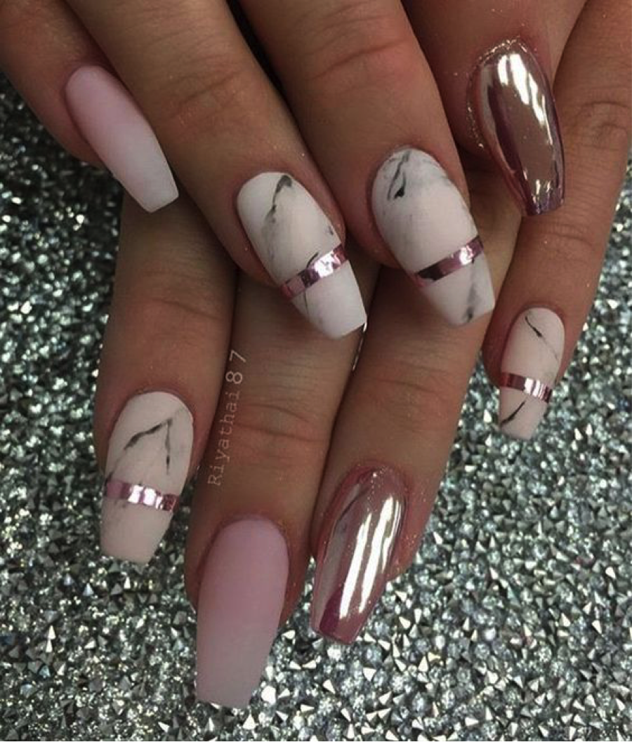 MARBLE NAILS 4.png