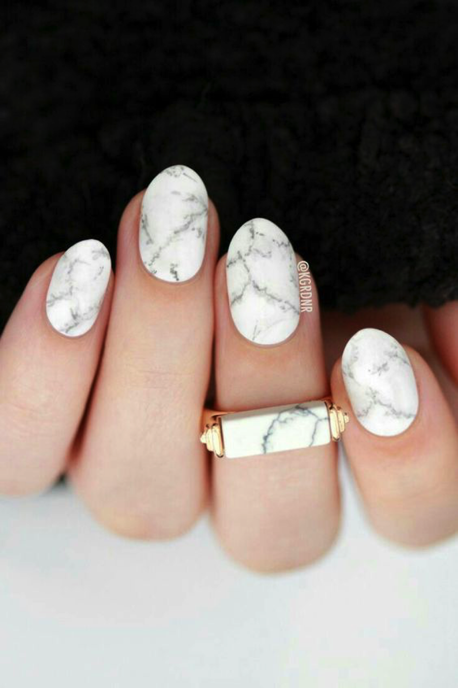 MARBLE NAILS 1.png