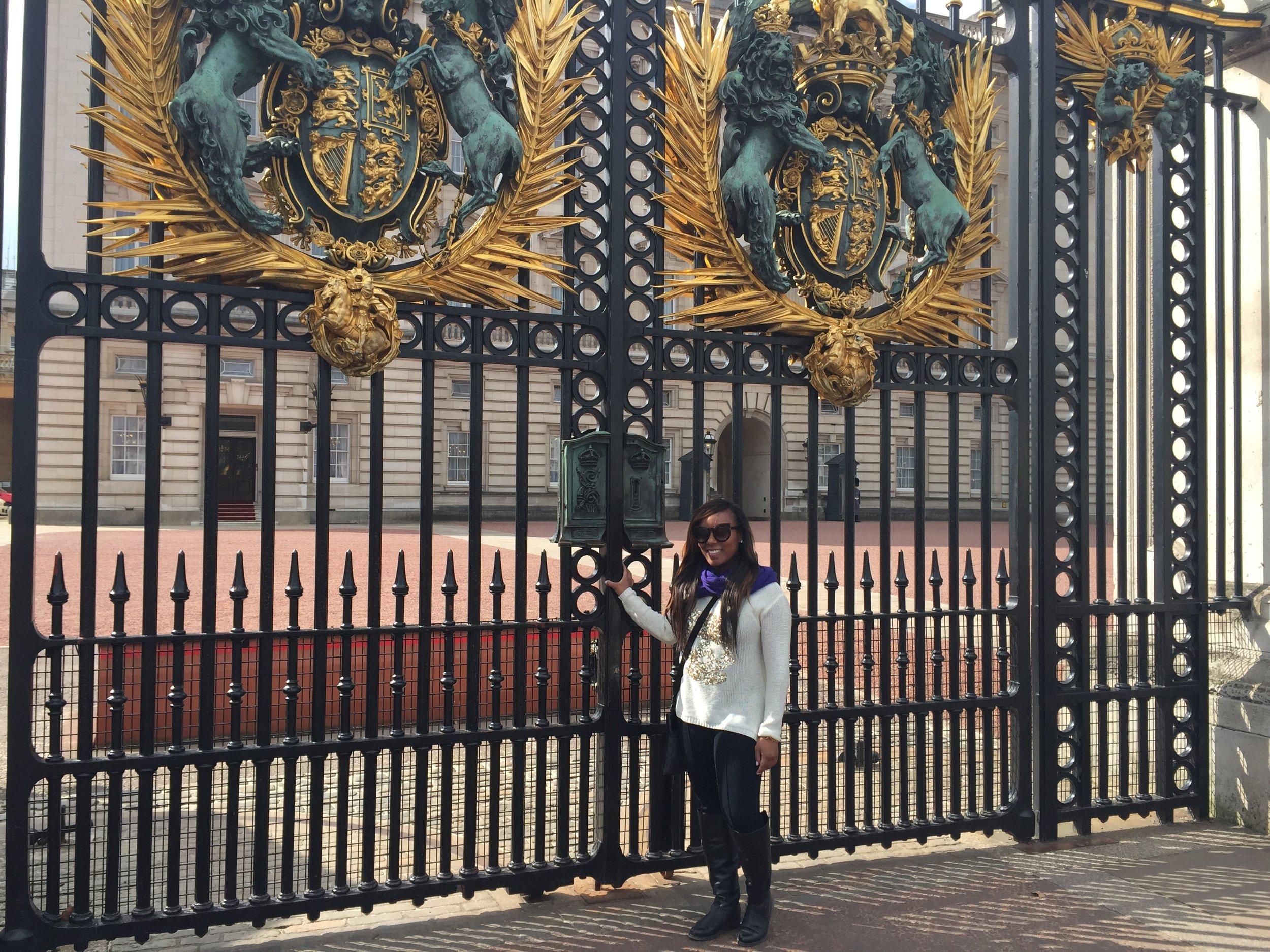 bunkingham palace pic.jpg