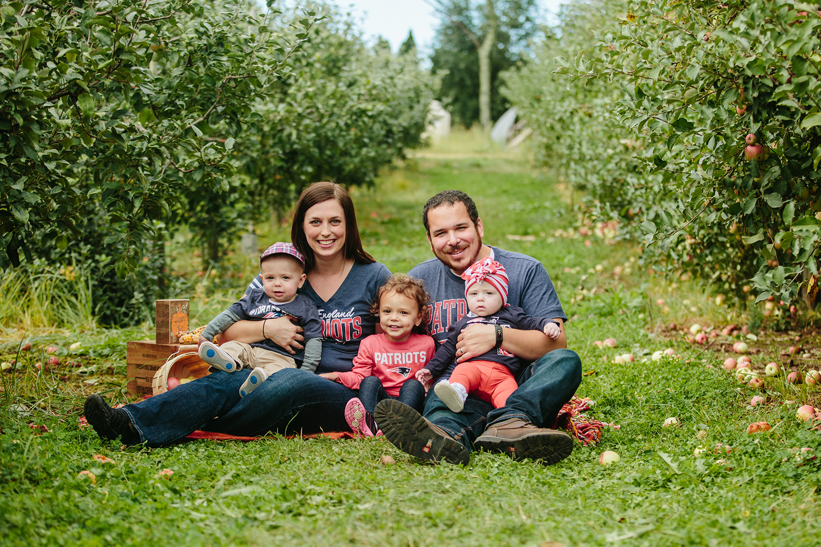 apple orchard family photo.jpg