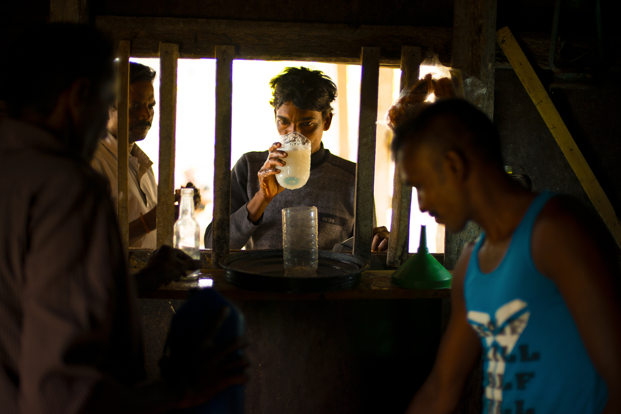 Villagers bring their own containers to the taverns, paying around 90 rupees (€0.60) per glass.