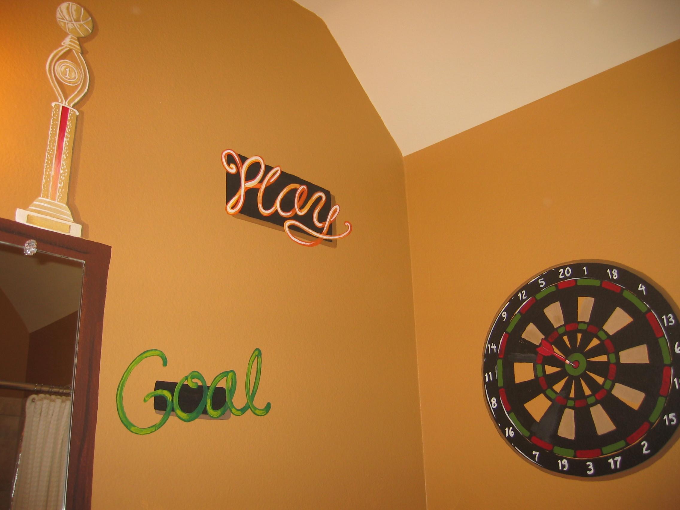 20040427.03.mural.sports.dartboard.JPG