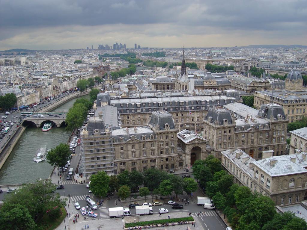 Vue aérienne de la Préfecture de Police Architecte: Pierre-Victor Calliat (1801-1881)  Source:  Lien