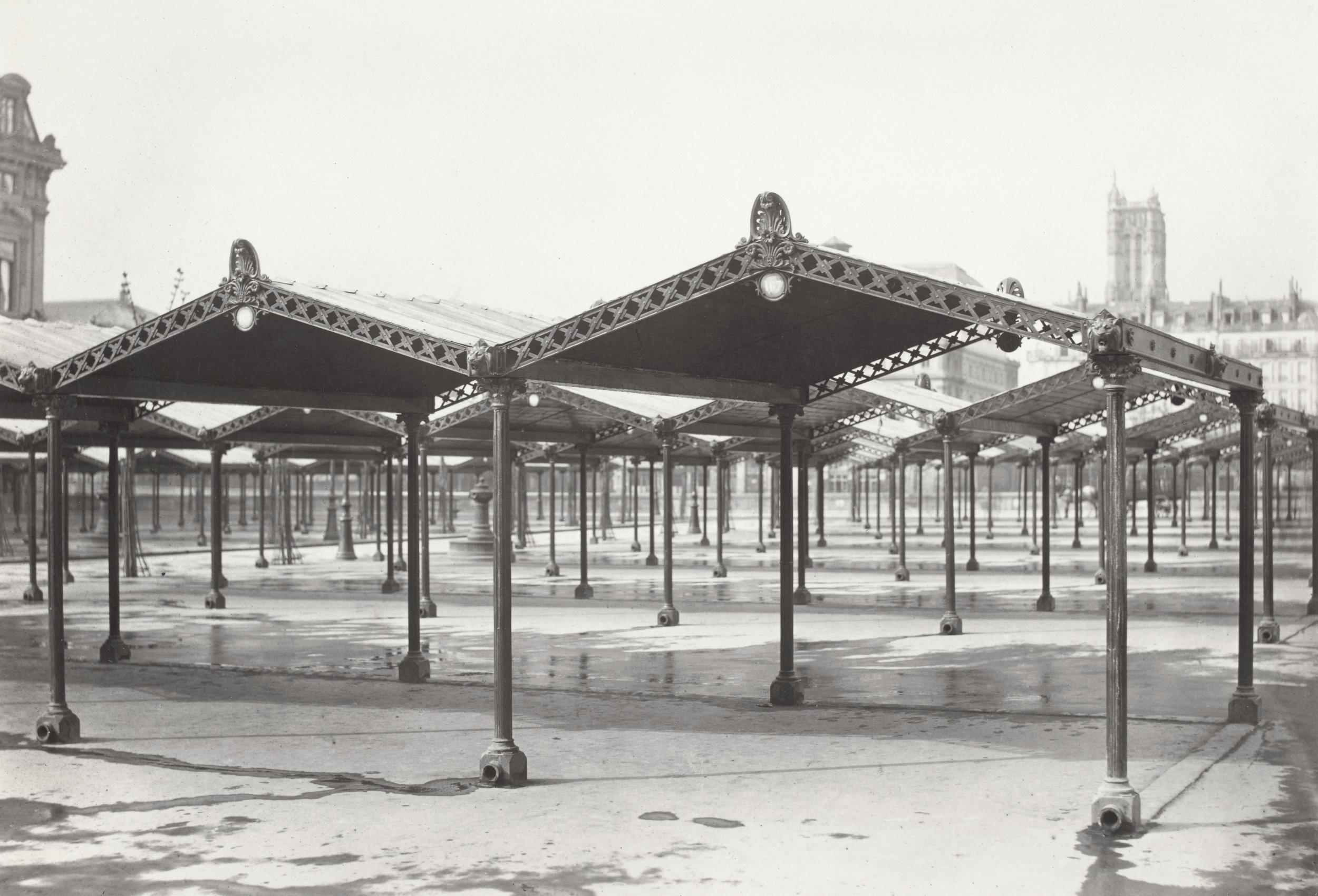 Charles Marville, Abris en fer et en fonte Marché aux Fleurs de la Cité, vers 1865.  Source:  Lien