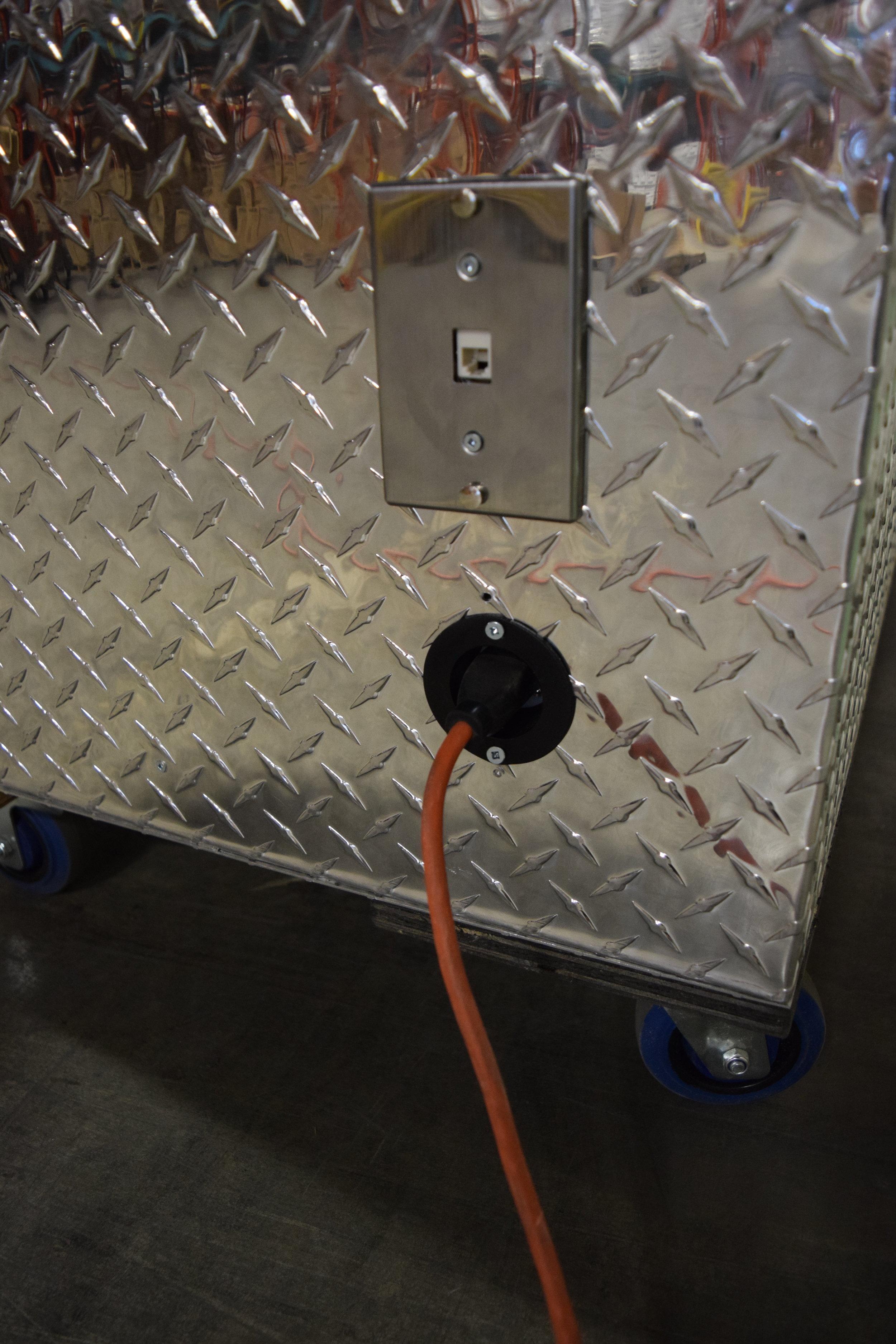 O Electrical plug in ports.JPG