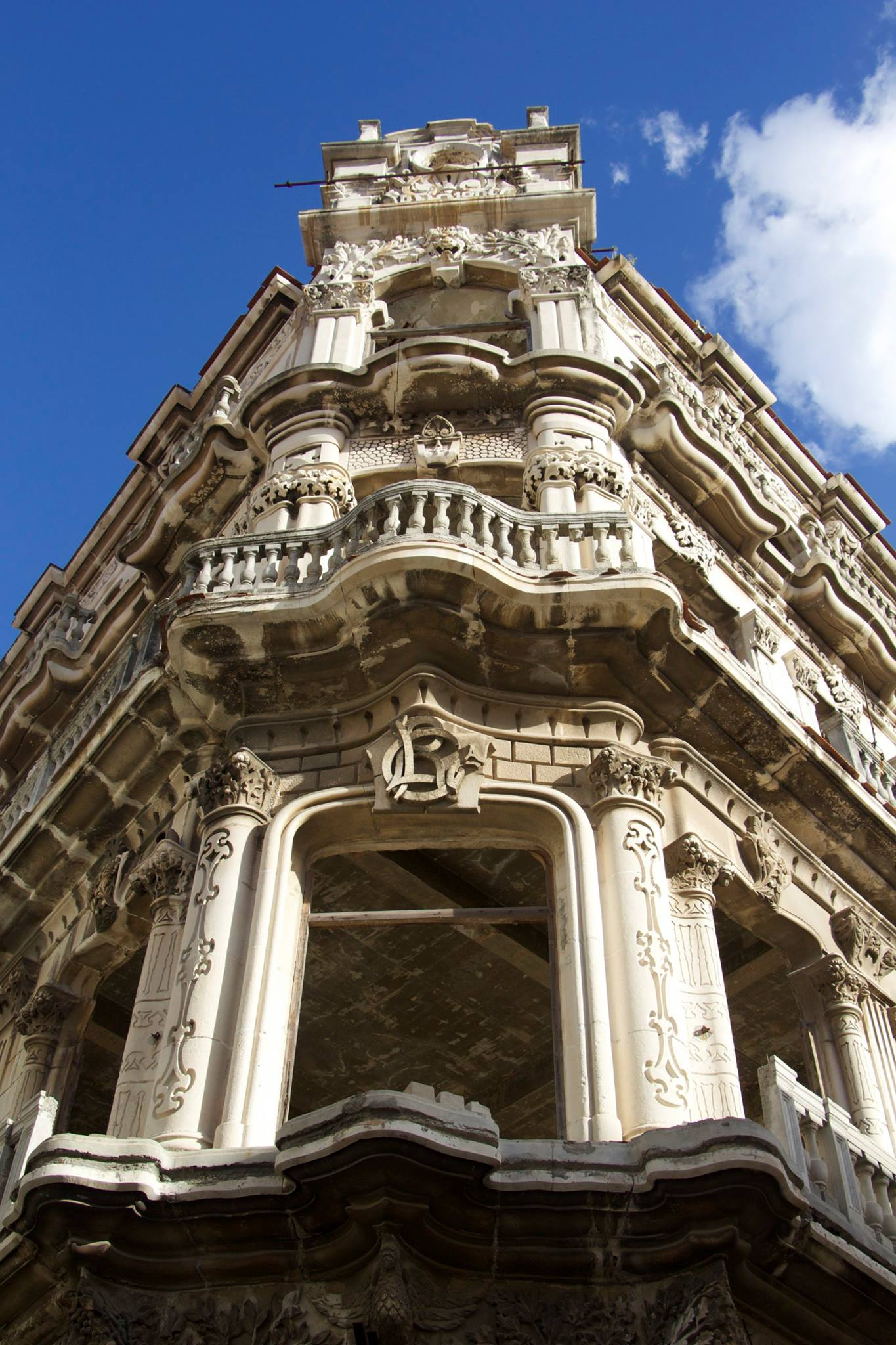 The buildings of Cuba are absolutely gorgeous. Intricate molding, amazing terraces in both French and Spanish styles. But...