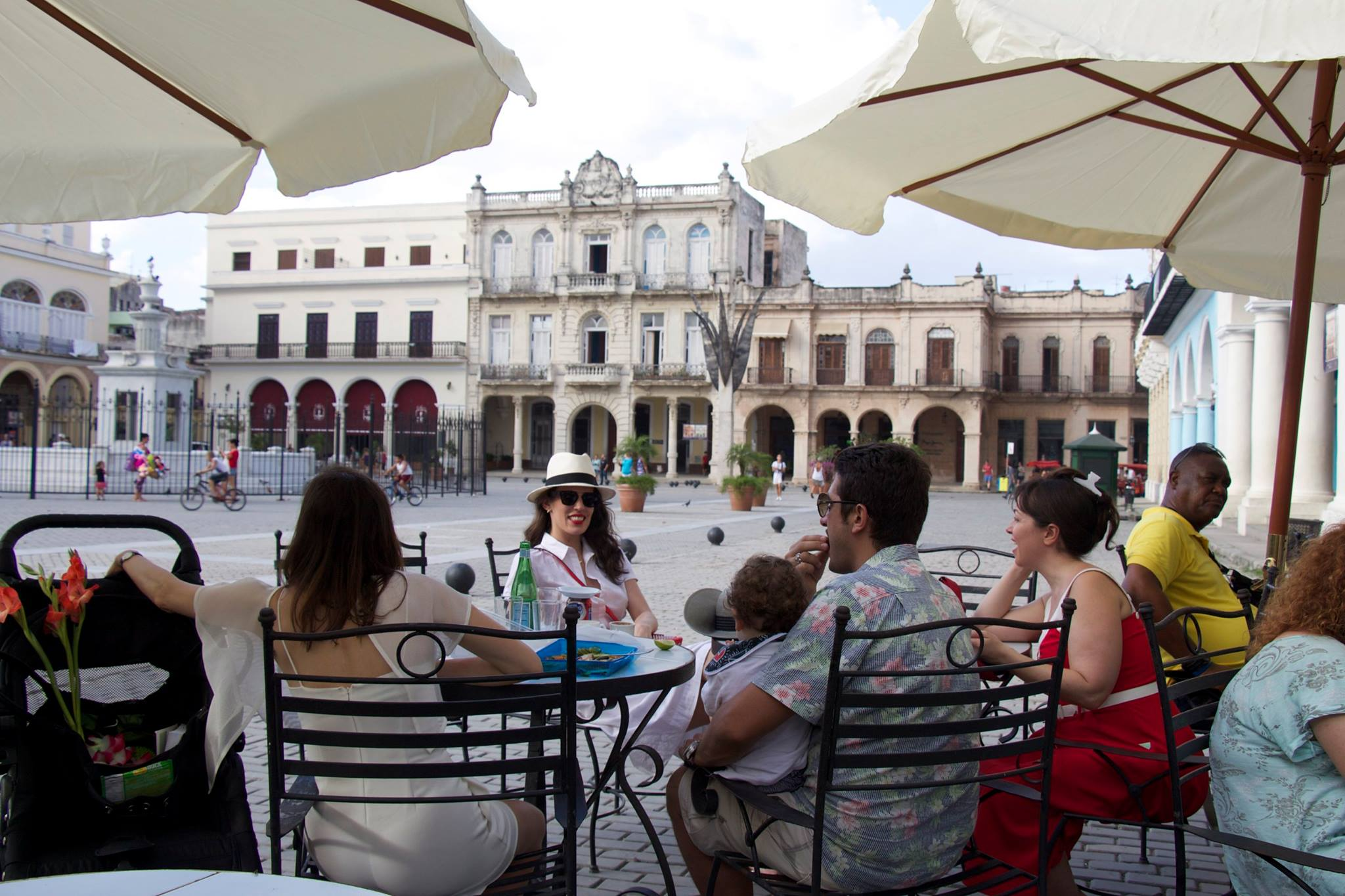 Sitting in the squares of Havana gives a view into how the architectures come together. Relaxed, open and friendly.