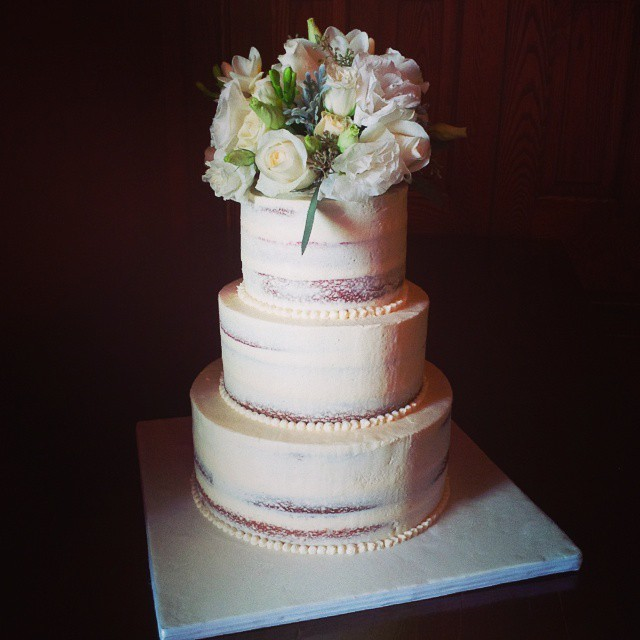 Q's cakes-custom-wedding-cake-rustic-naked-flowers