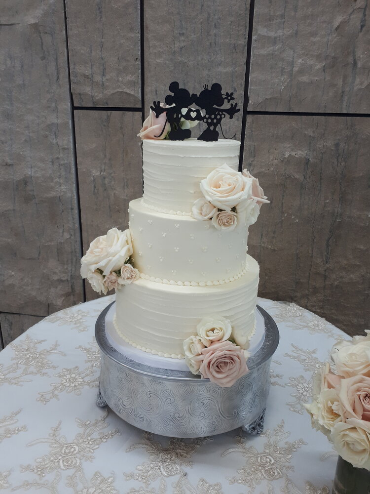 Wedding Cakes Q S Cakes And Cafe