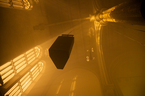 Light designer Kyrre Heldal Karlsen used yellow filters, smoke and strobes to create an eerie mood throughout the night.