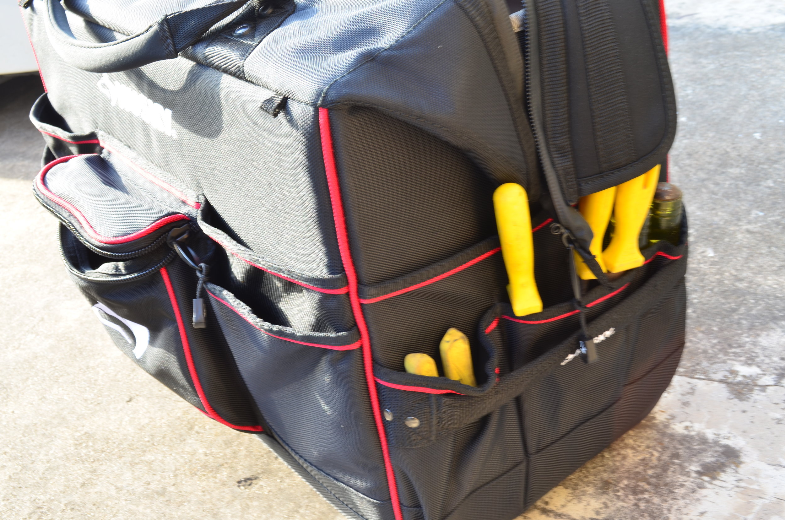 husky-22-inch-rolling-toolbag-tote
