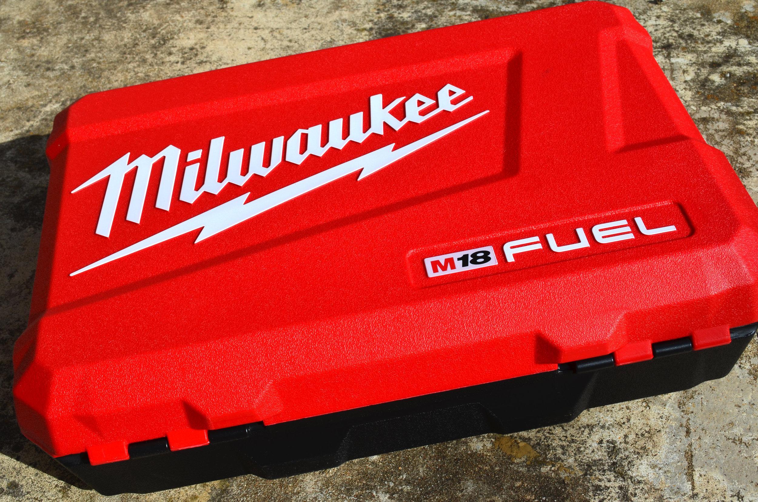 milwaukee-18v-fuel-hammerdrill-impact-driver-combo-kit