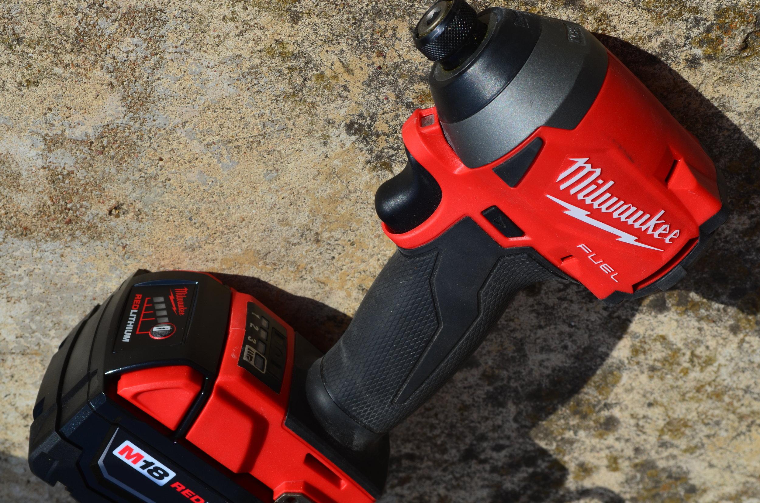 18v-fuel-milwaukee-brushless-combo-hammer-drill-impact-driver