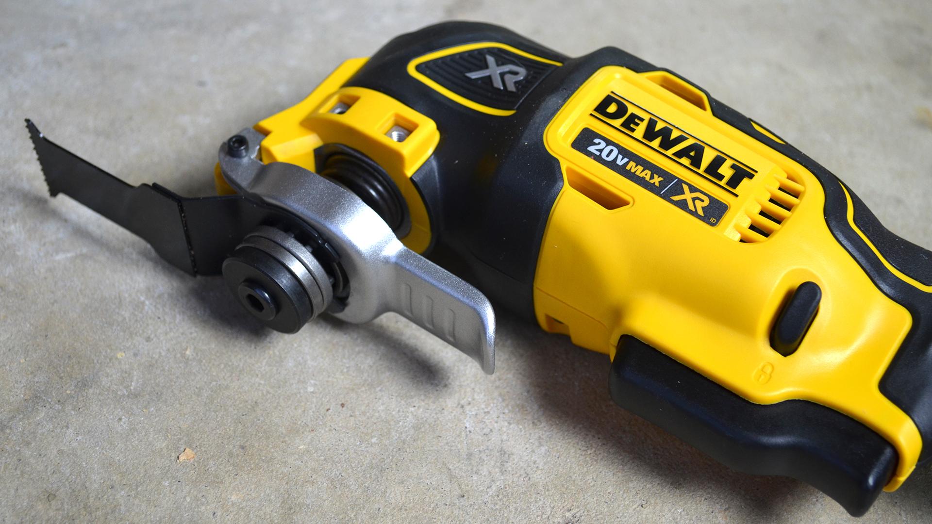 DeWalt-3-Tool-20v-MAX-Cordless-Combo-Kit-oscillator