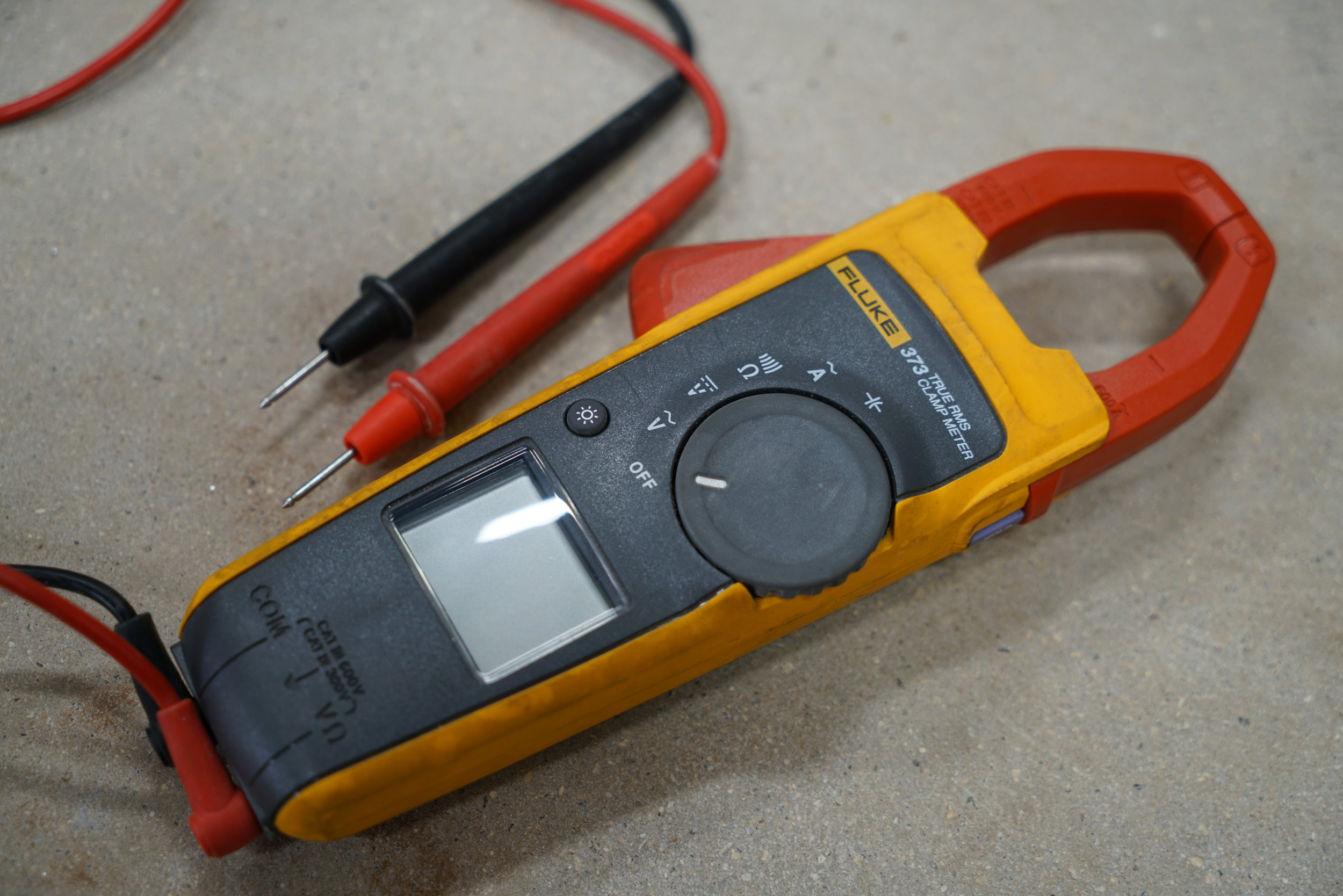 Fluke-CL323-clamp-on-ammeter