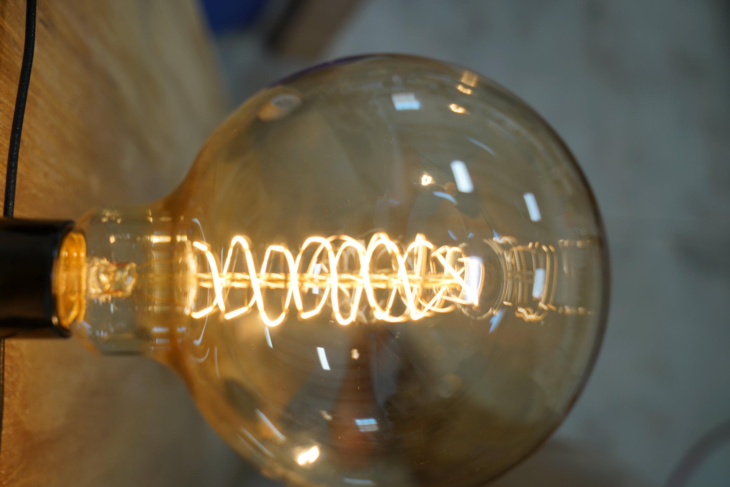 40watt-incandescent-lamp