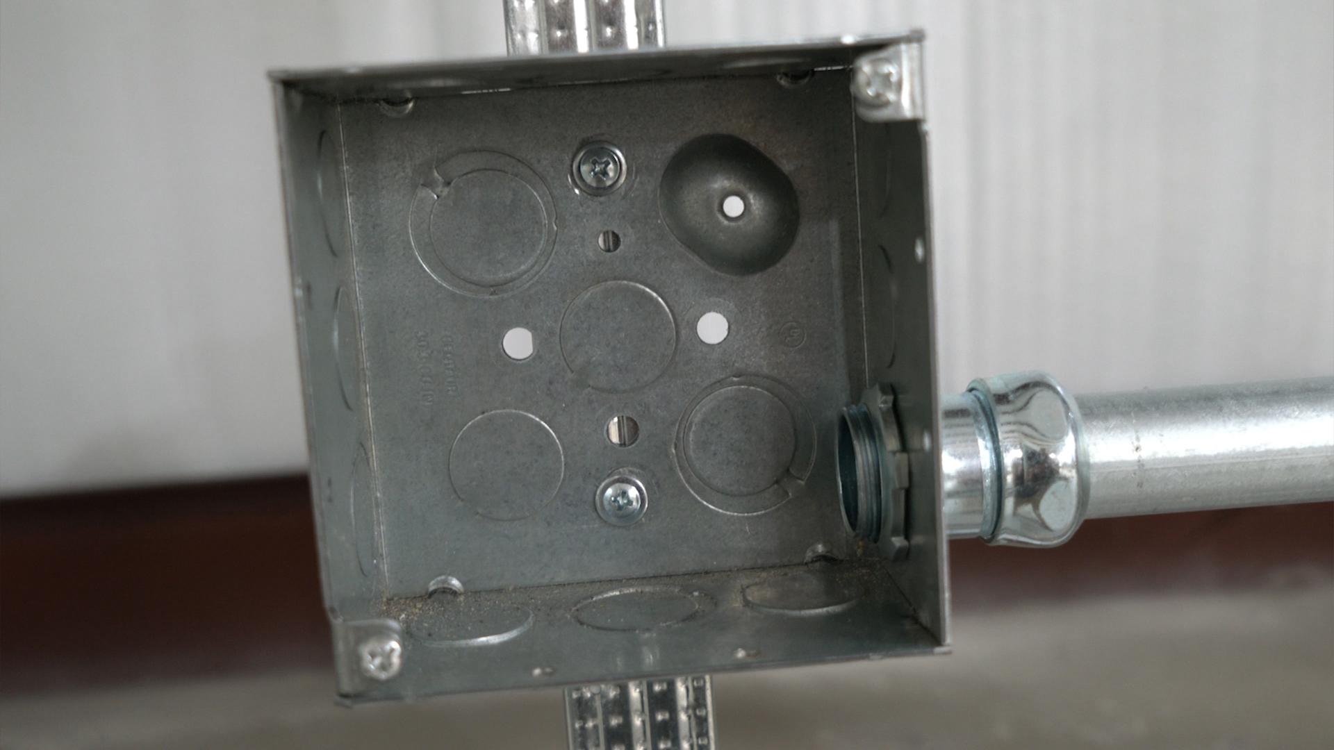 EMT-conduit-rain-tight-connector-indoor-fitting