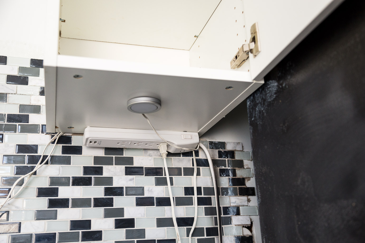 Under-cabinet lighting is a great feature, right?