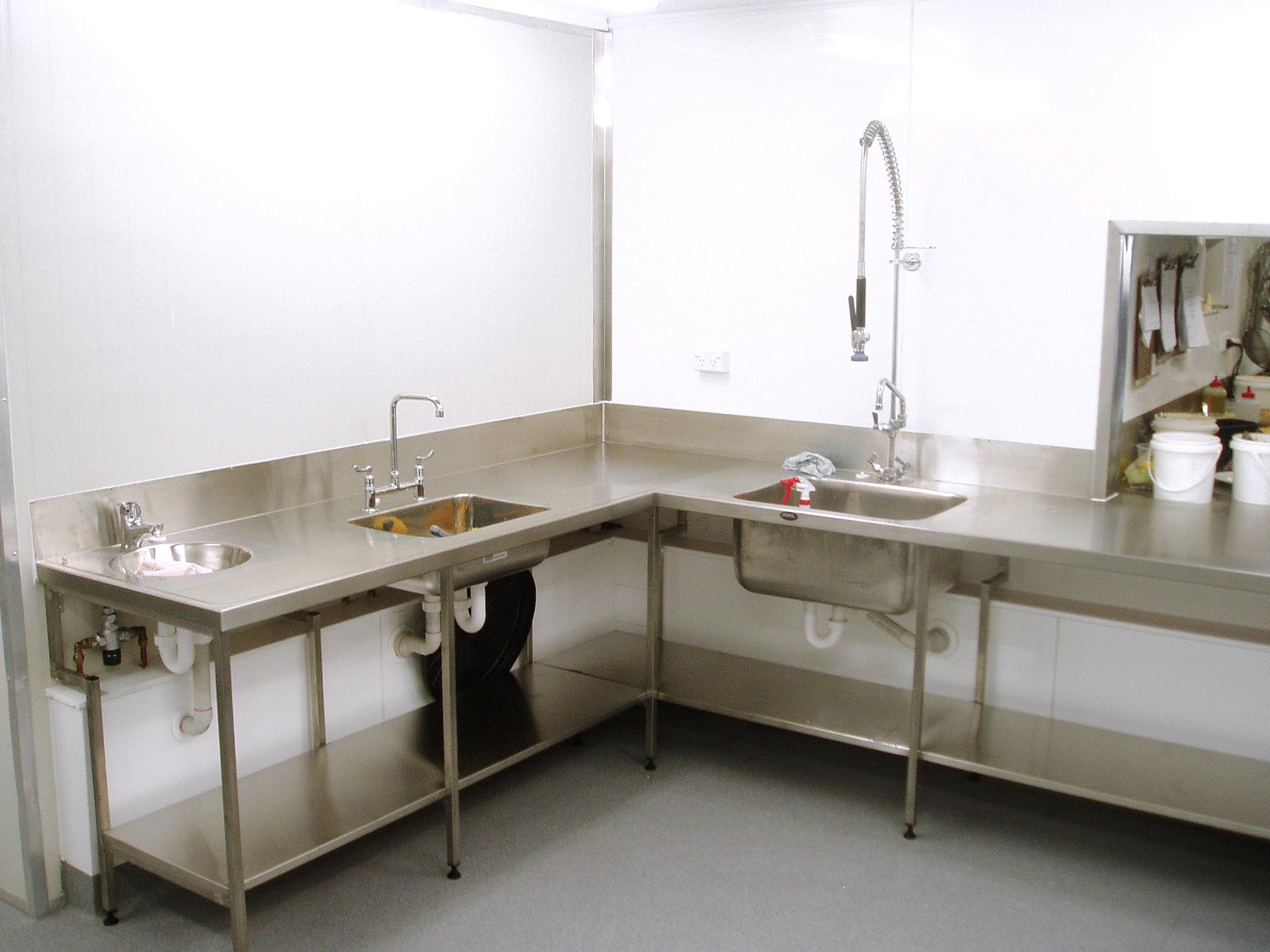 8b commercial kitchen.jpg
