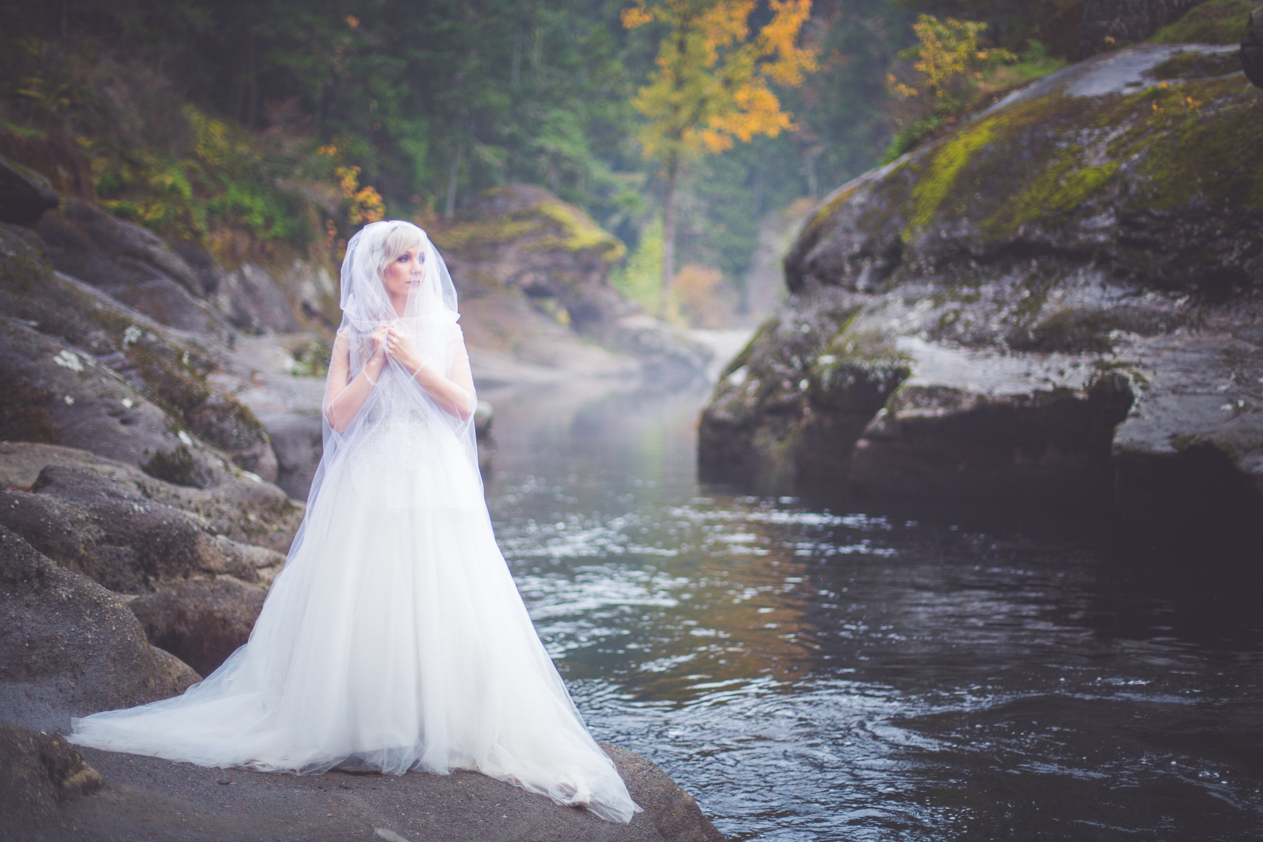 whimsical-romantic-wedding-top-bridge-17.jpg
