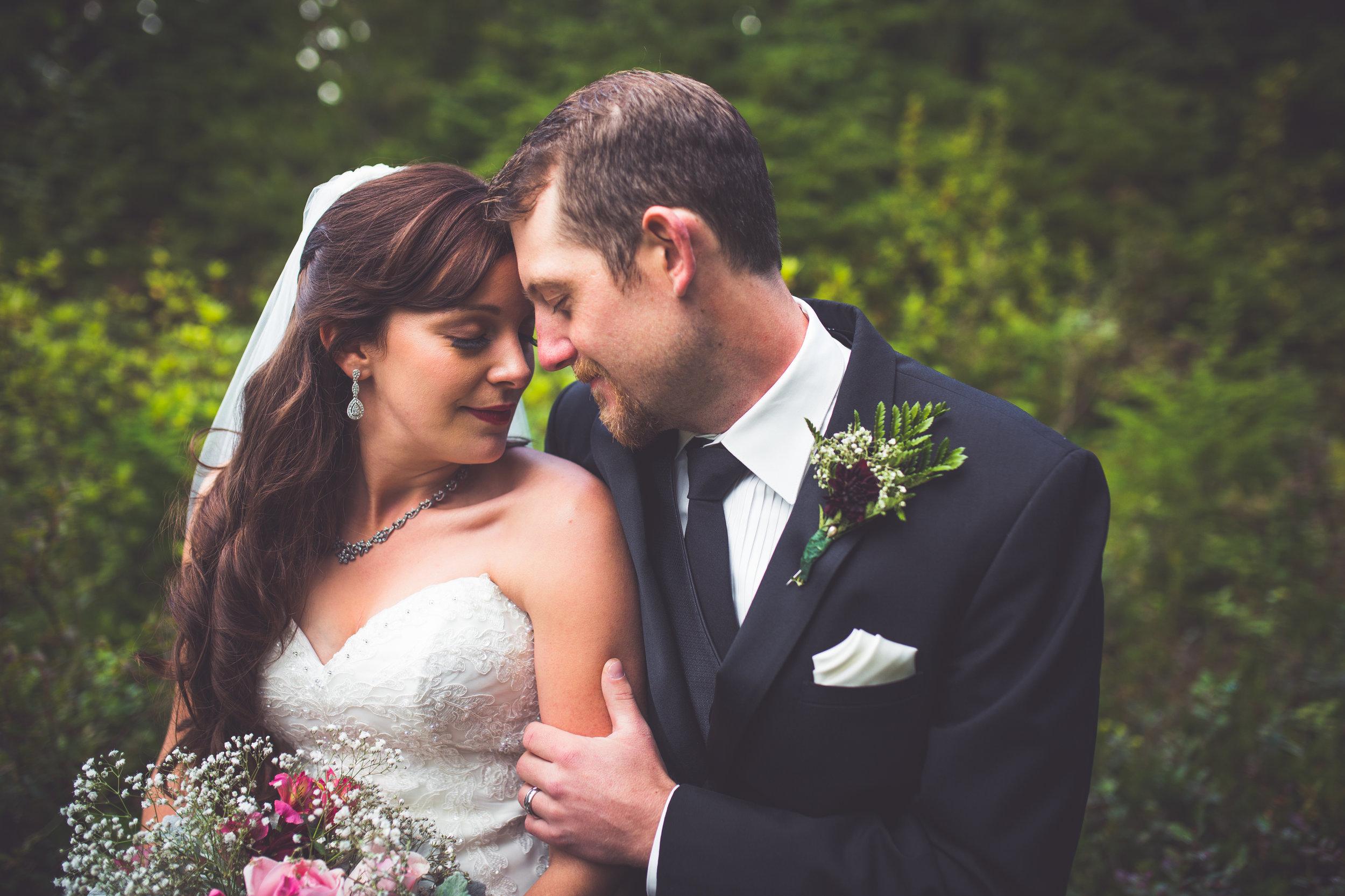 romantic bride and groom at mount washington resort