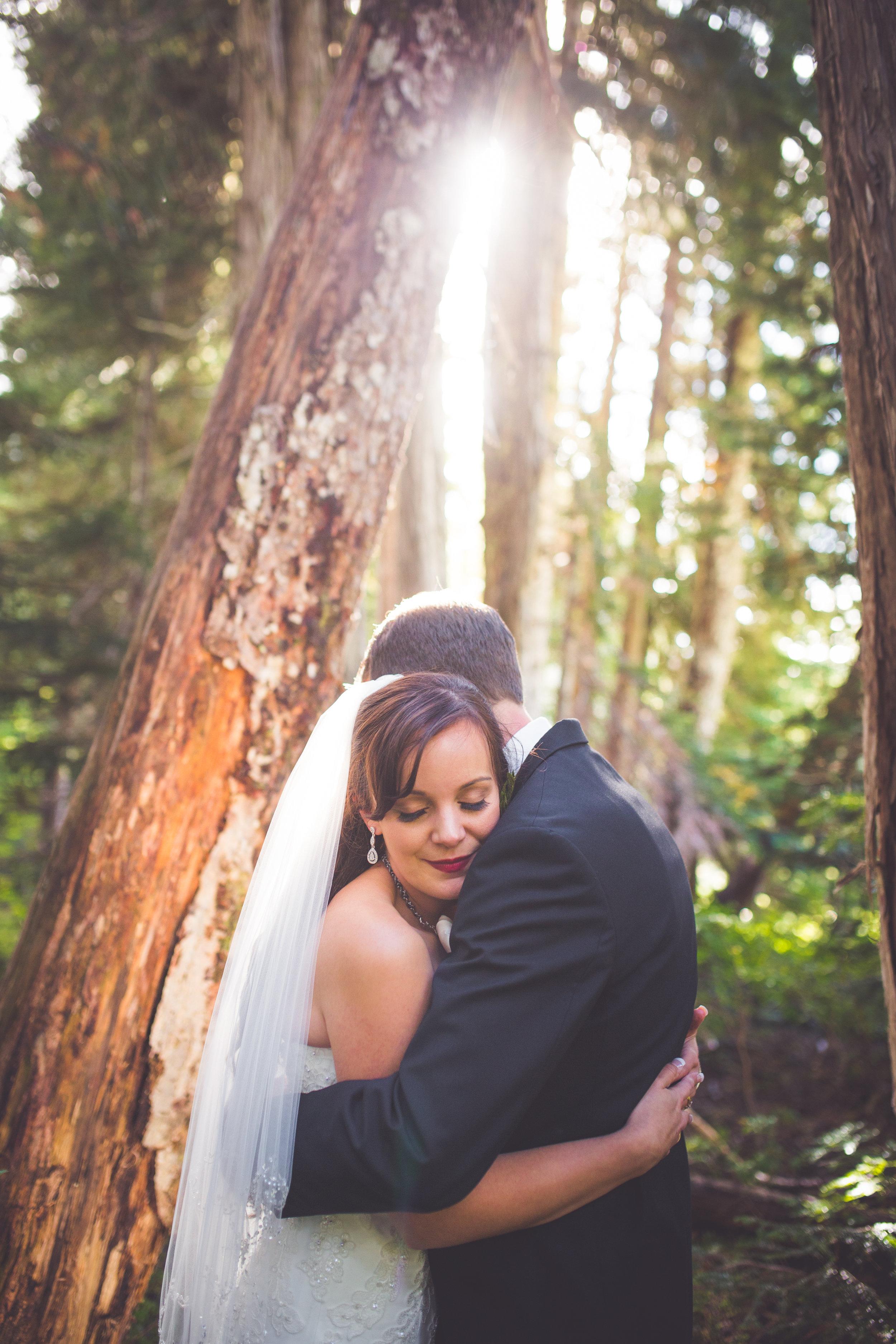 golden hour photos of bride and groom at mount washington resort