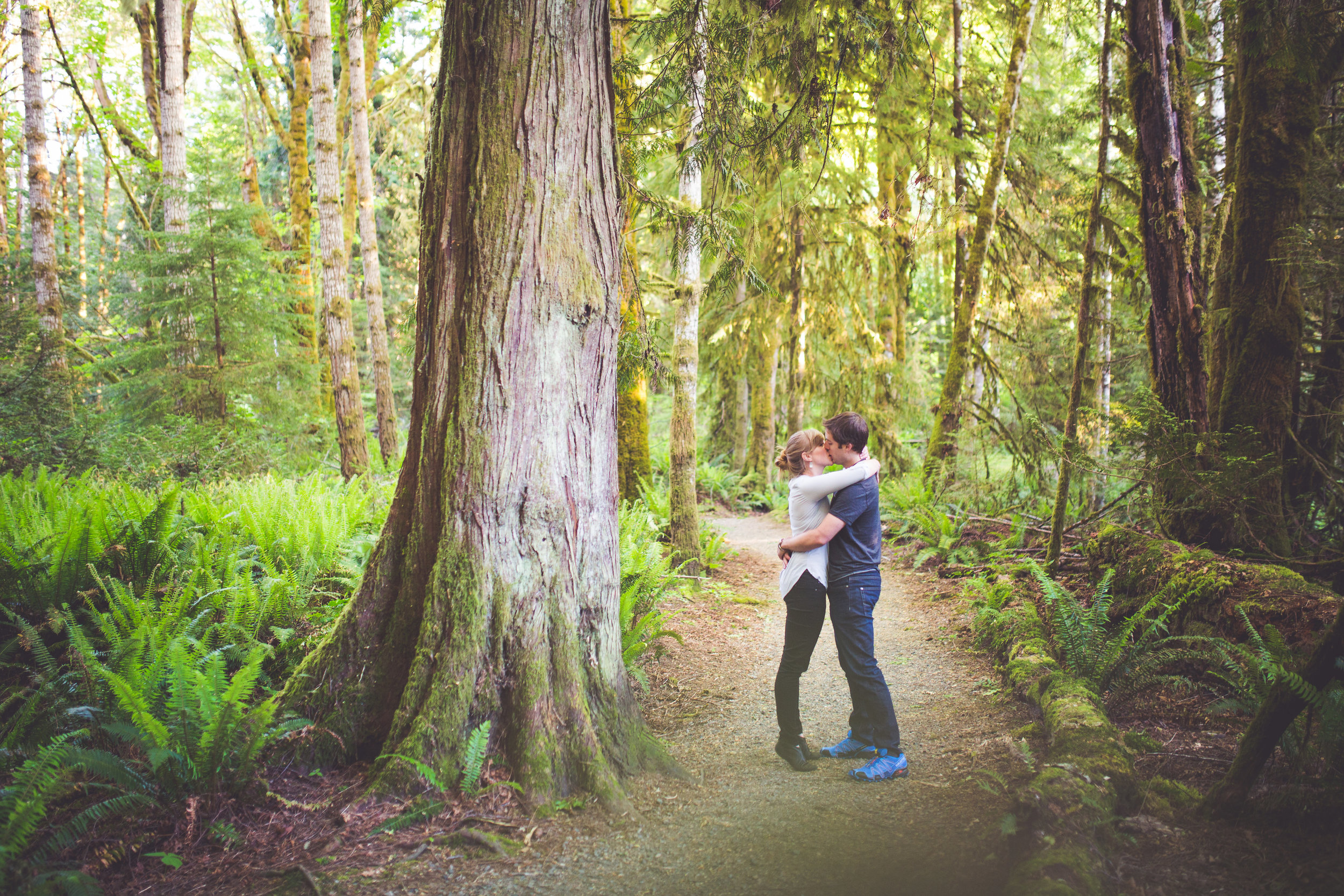 romantic engagement photographer vancouver island