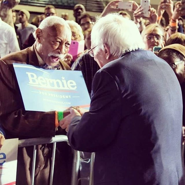 We find this photo absolutely heartwarming 😍 #BernieSanders #Bernie2020 #BernieForThePeople #CAforProgess